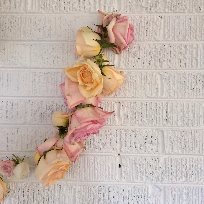 Simple rose garland DIY