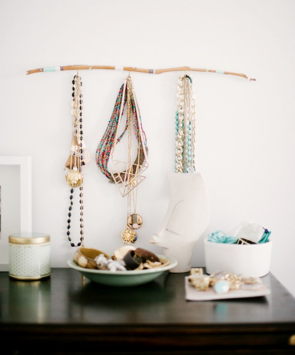 20 clever ways to store your jewelry organized for Clever ways to store jewelry
